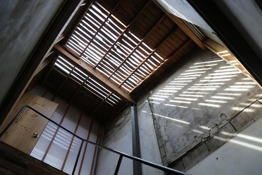 Wohnzimmer von IEUNG Architect,