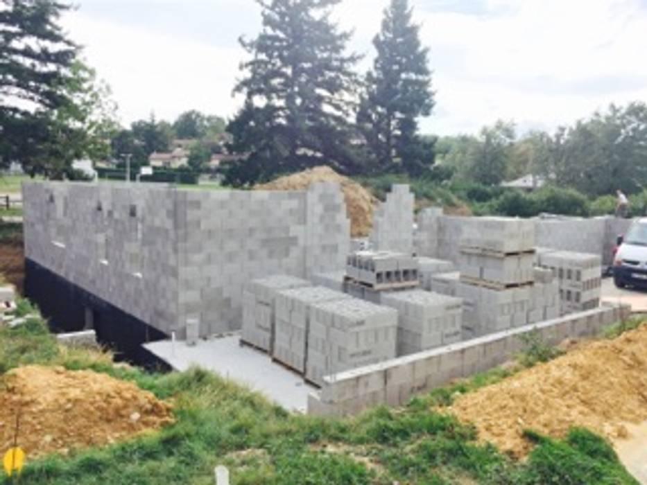 Maison en construction: Maisons de style de style Moderne par Concept Creation