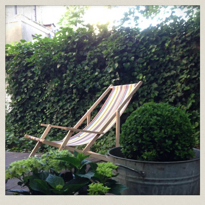 Détail de plantations sur l'estrade posée au milieu du jardin: Jardin de style de style Classique par Urban Garden Designer