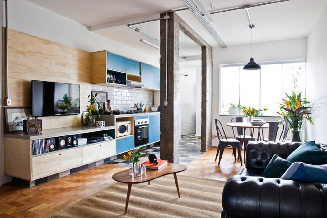 Livings de estilo industrial de INÁ Arquitetura Industrial