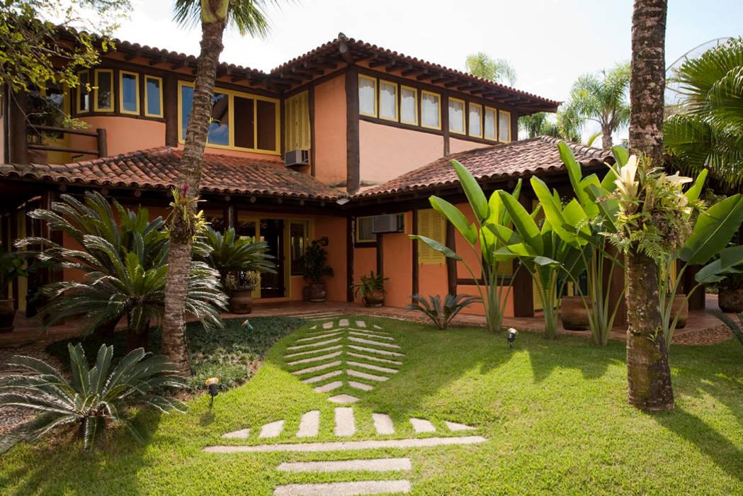 Casas de estilo rústico de MADUEÑO ARQUITETURA & ENGENHARIA Rústico