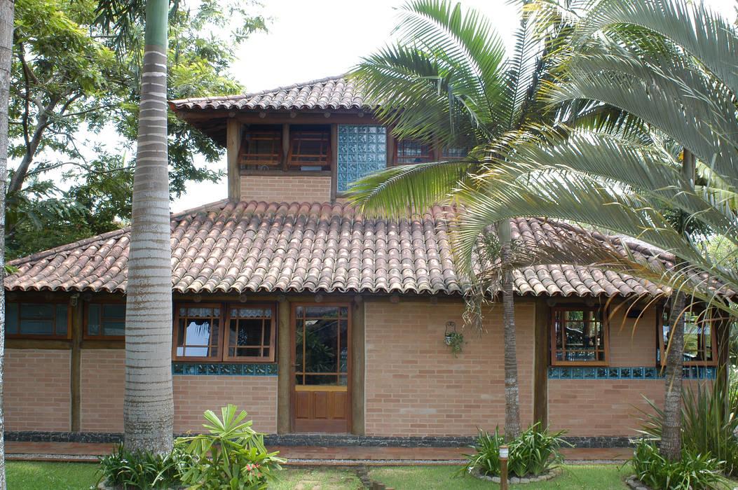 Nhà theo MADUEÑO ARQUITETURA & ENGENHARIA, Mộc mạc