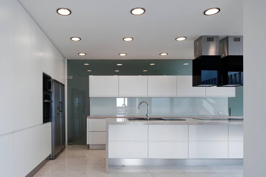 Dapur Modern Oleh MOM - Atelier de Arquitectura e Design, Lda Modern