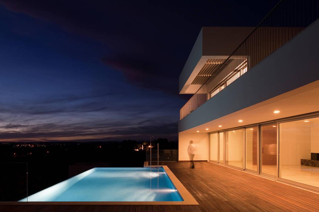 Moderne Pools von MOM - Atelier de Arquitectura e Design, Lda Modern