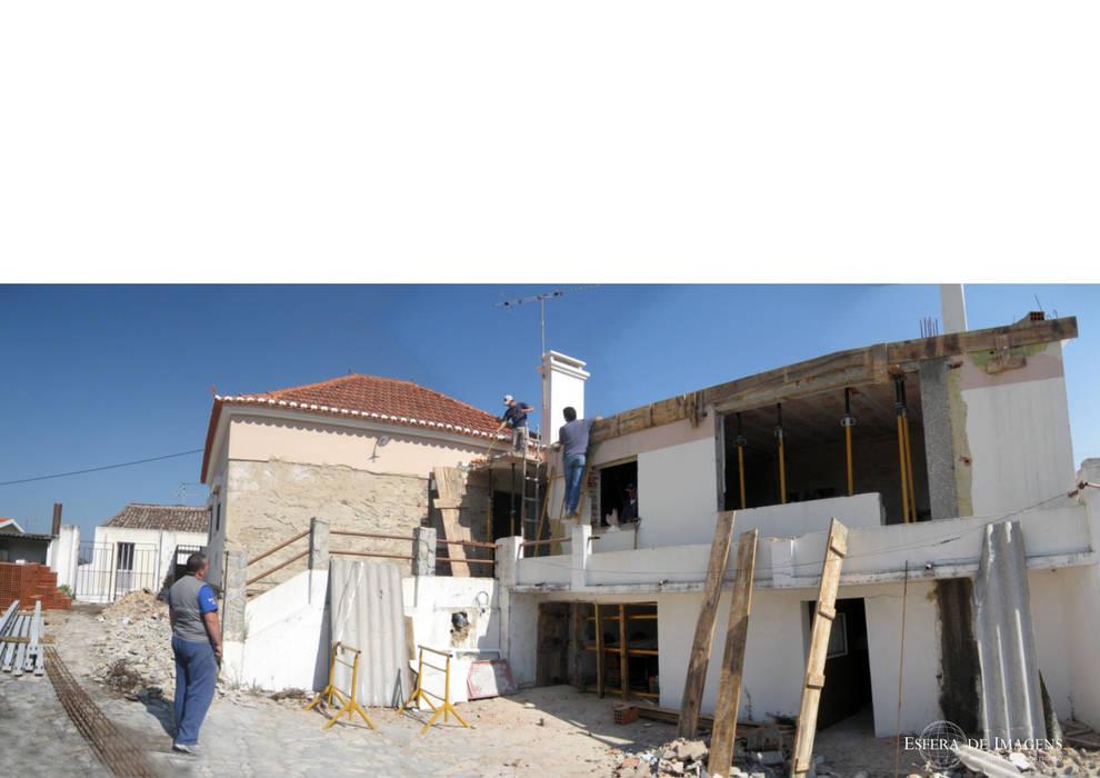 Remodelação de moradia - durante a intervenção por Esfera de Imagens Lda