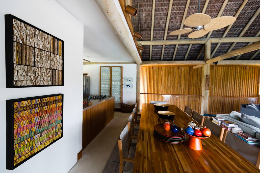 Tropical style dining room by Antônio Ferreira Junior e Mário Celso Bernardes Tropical