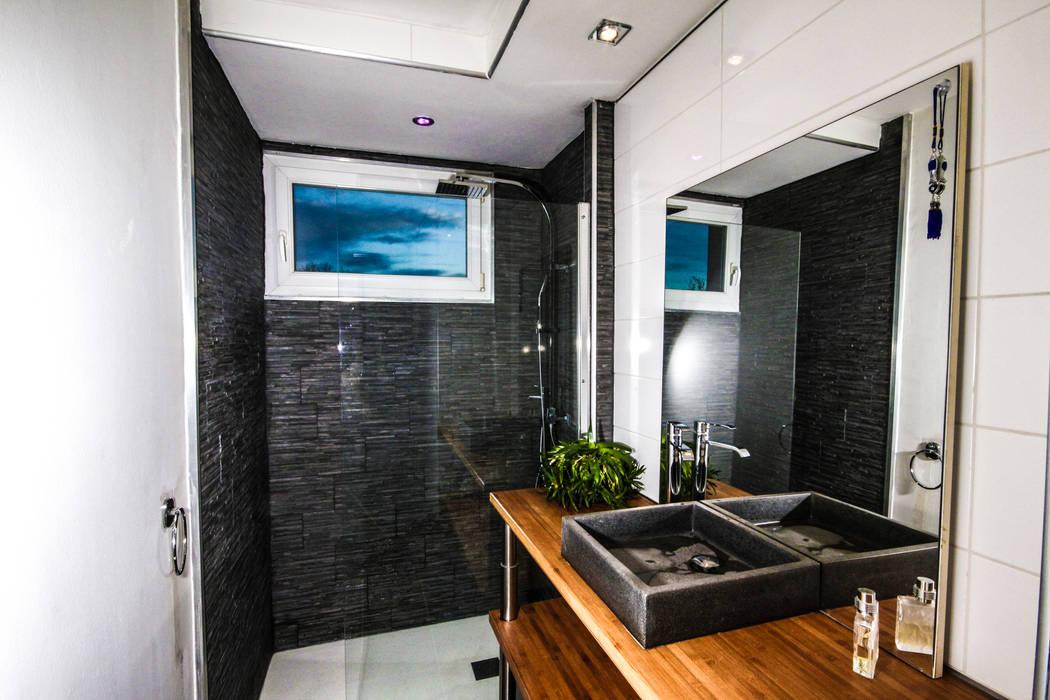 Rénovation d'une salle de Bains MB Architecte Salle de bain moderne Gris