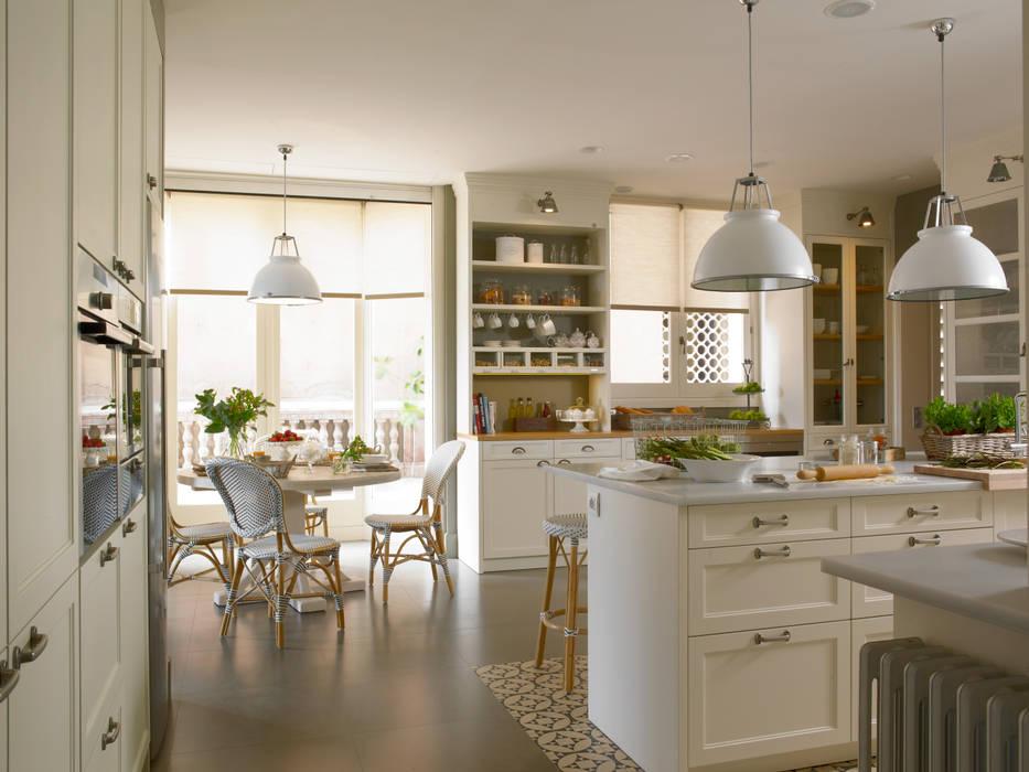 DEULONDER arquitectura domestica Cucina in stile classico Legno Bianco
