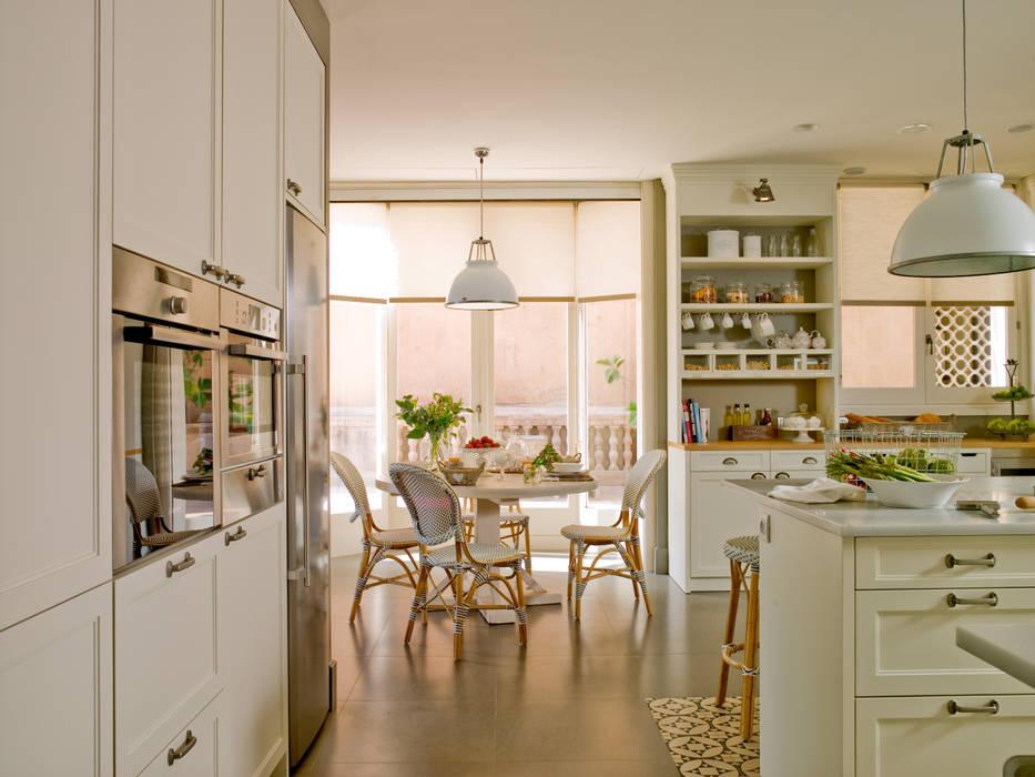 DEULONDER arquitectura domestica Cucina in stile classico Bianco