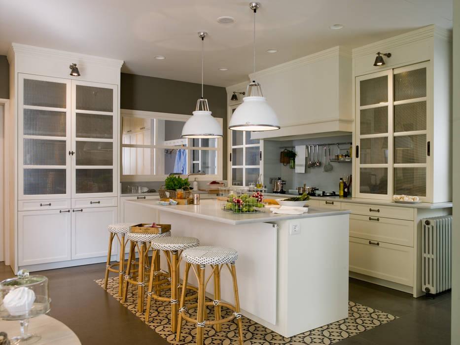 Áreas de cocción, de preparación, de desayuno y de lavado: Cocinas de estilo  de DEULONDER arquitectura domestica, Clásico Madera Acabado en madera