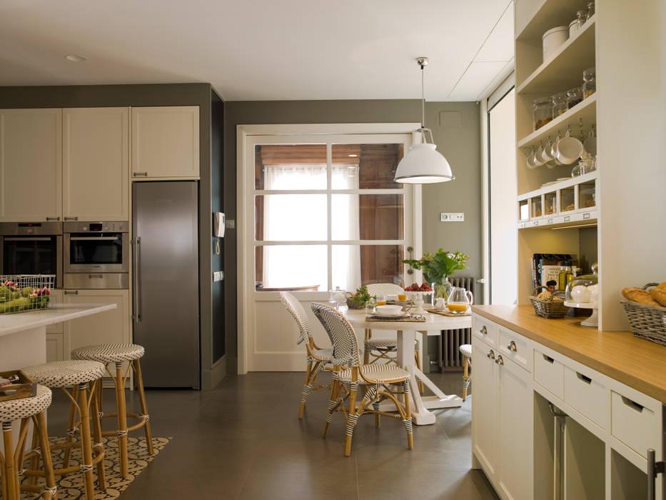 Puerta corredera en cristal para conectar la cocina al - Puerta cocina cristal ...