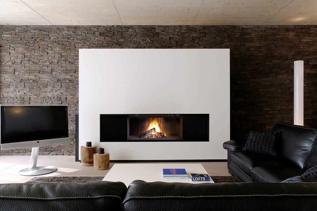 Recuperador Lenha Ultime (Porta de Guilhotina) Salas de estar modernas por Biojaq - Comércio e Distribuição de Recuperadores de Calor Lda Moderno