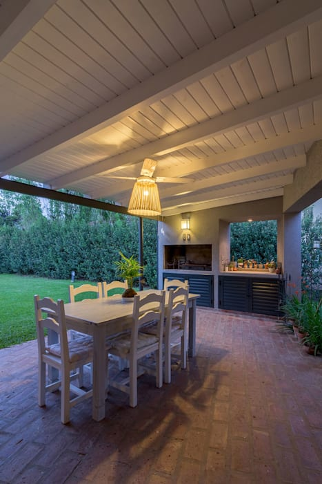 Garden by ARRILLAGA&PAROLA, Modern