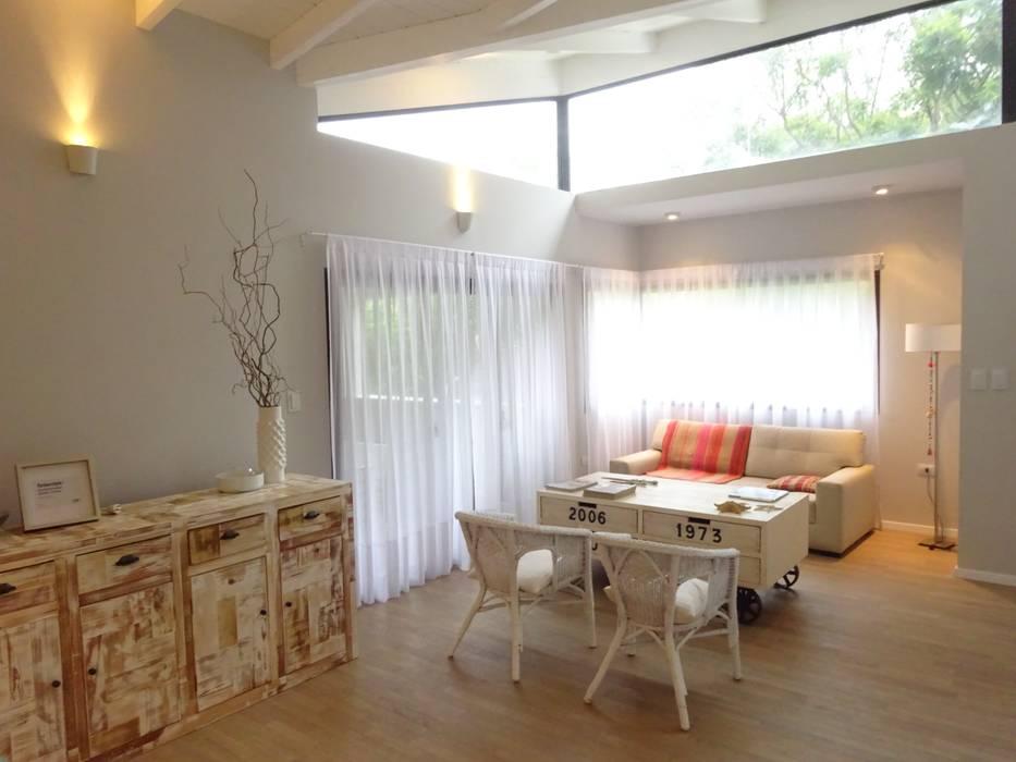 Salones de estilo moderno de ARRILLAGA&PAROLA Moderno