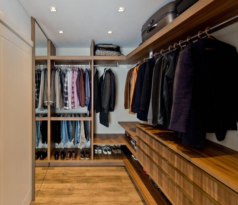 Closet dele: Closets  por Espaço do Traço arquitetura,Moderno