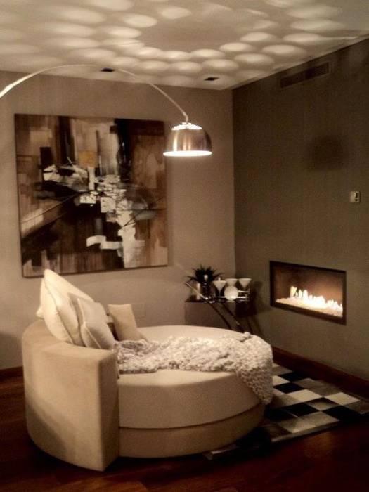 chimenea con cristal Salas de estilo moderno de Chimeneas Picos de Europa Moderno