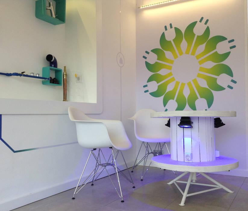 Mesa reciclada Espaço de Ideias Lojas e Espaços comerciais modernos