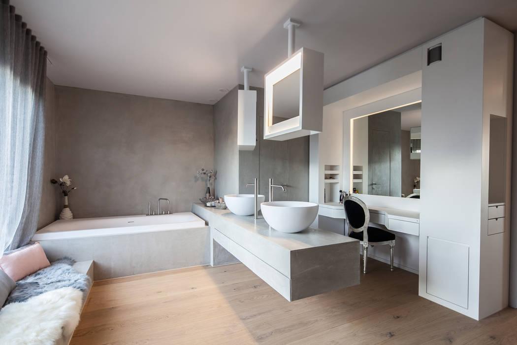 Villa S:  Badezimmer von BESPOKE GmbH // Interior Design & Production