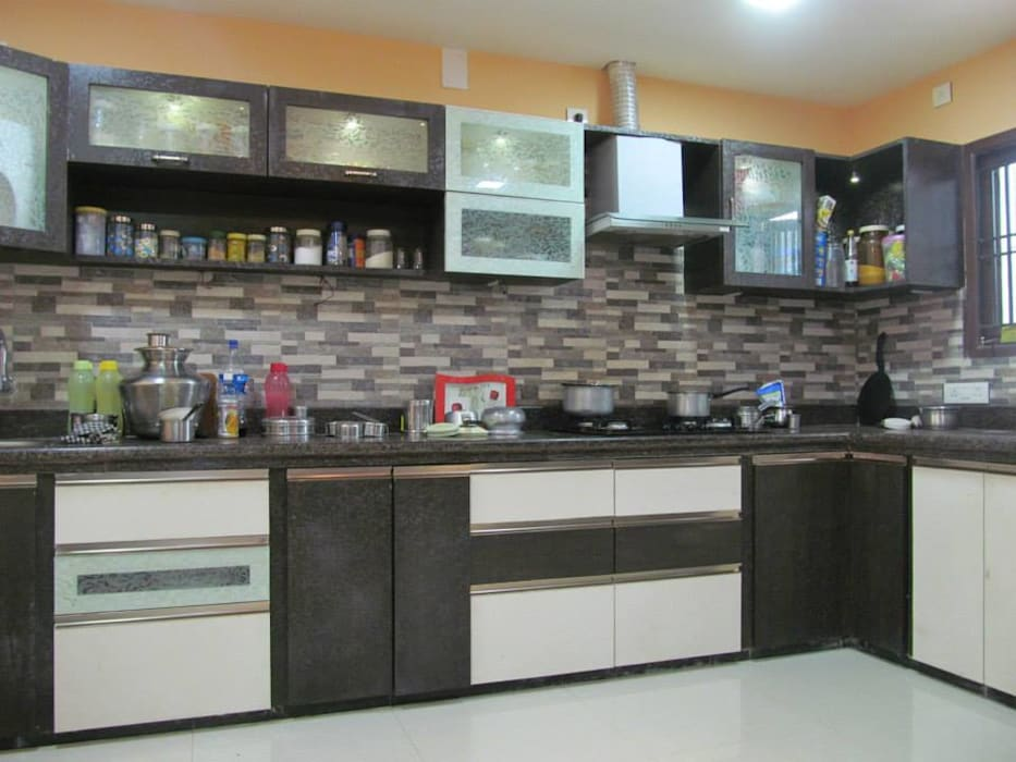 Mr.M Residential Flat DESIGNER GALAXY Country style kitchen