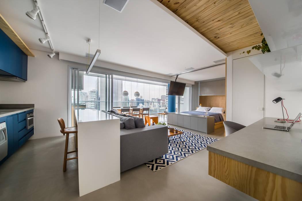 apto do pilar azul: Salas de estar  por Casa100 Arquitetura,