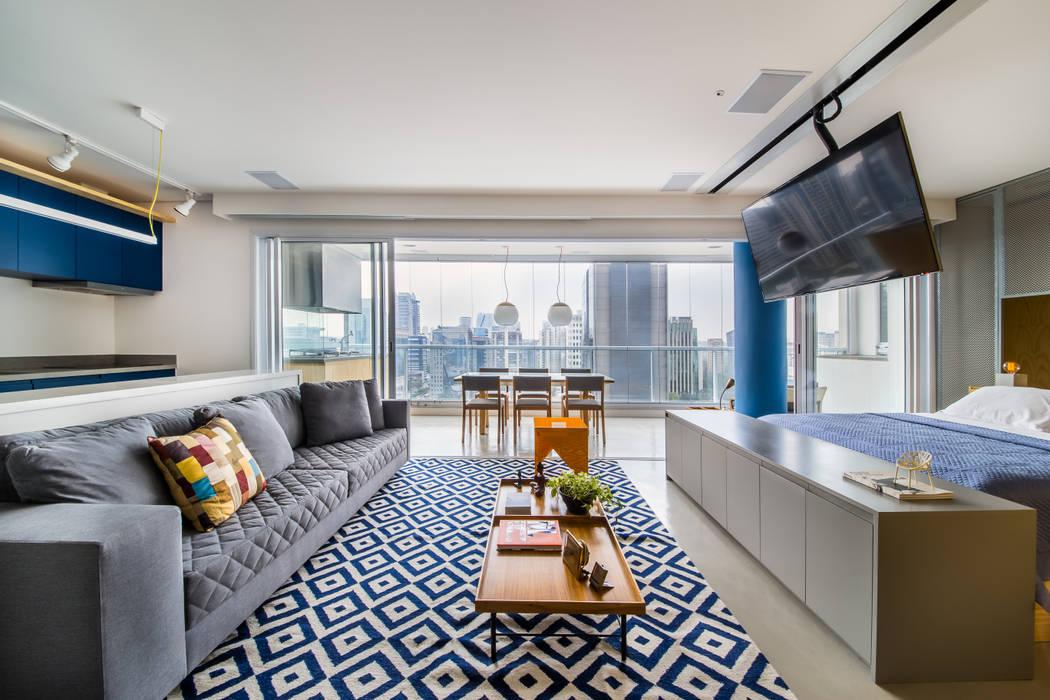 现代客厅設計點子、靈感 & 圖片 根據 Casa100 Arquitetura 現代風