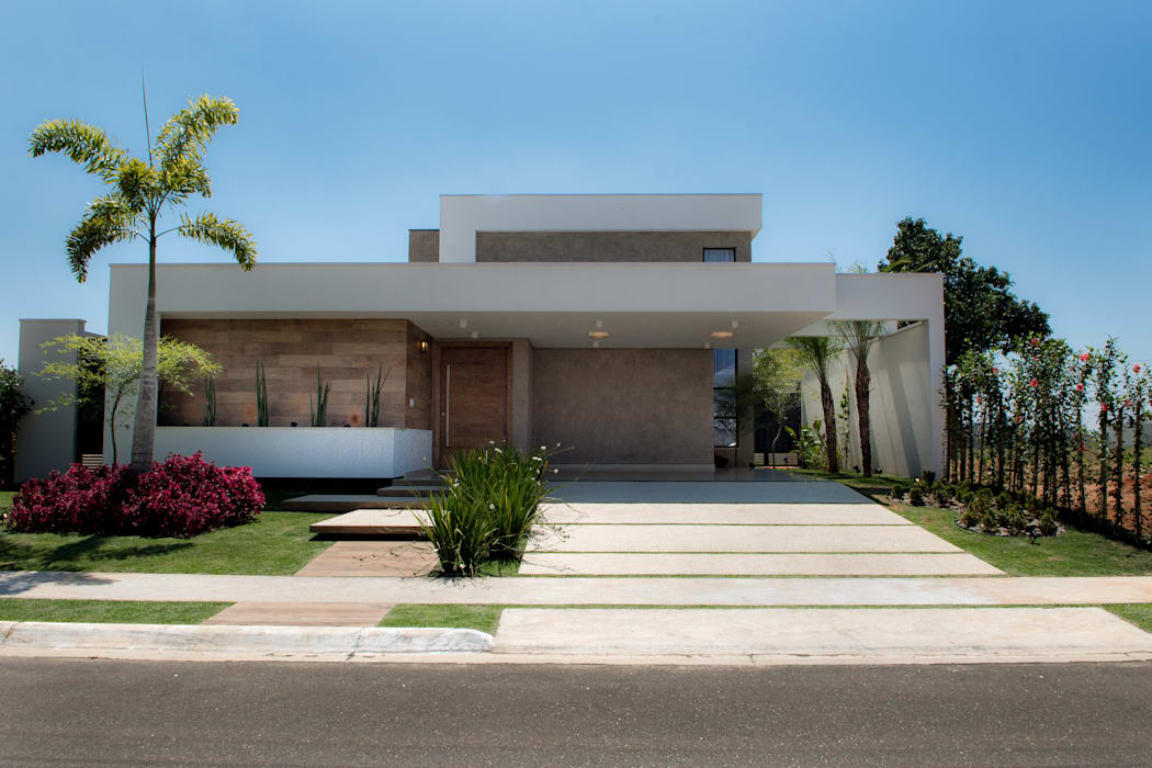 Casa Térrea - contemporânea Casas modernas por Camila Castilho - Arquitetura e Interiores Moderno Madeira Efeito de madeira