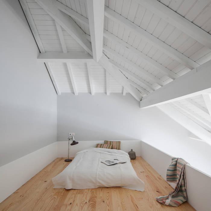 Bedroom by Pedro Ferreira Architecture Studio Lda, Eclectic Wood Wood effect