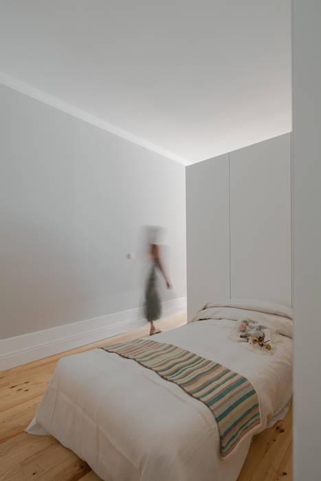 Bedroom by Pedro Ferreira Architecture Studio Lda, Eclectic Engineered Wood Transparent
