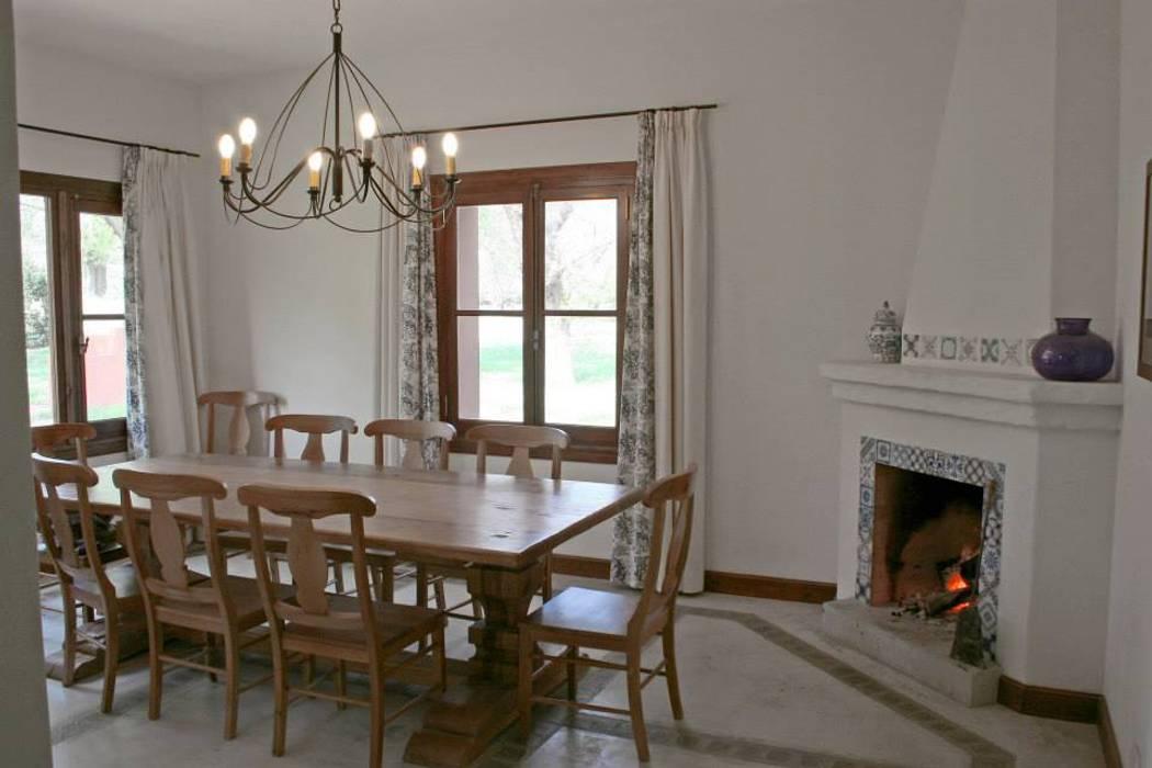 Sala da pranzo in stile  di Aulet & Yaregui Arquitectos,