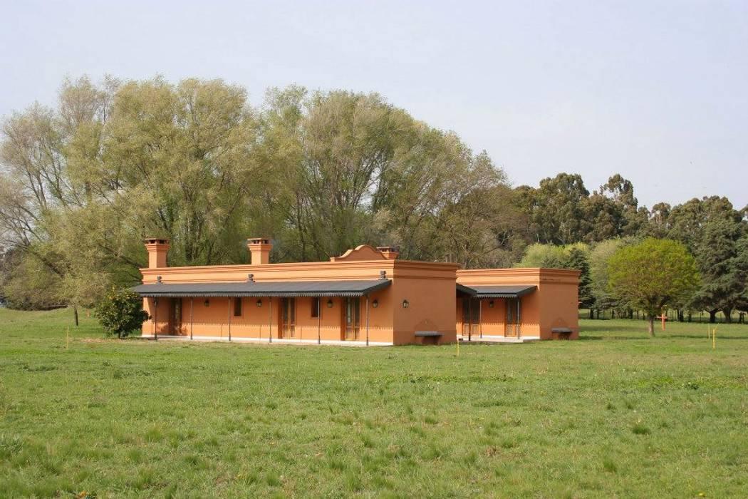 Casas de estilo rural de Aulet & Yaregui Arquitectos Rural