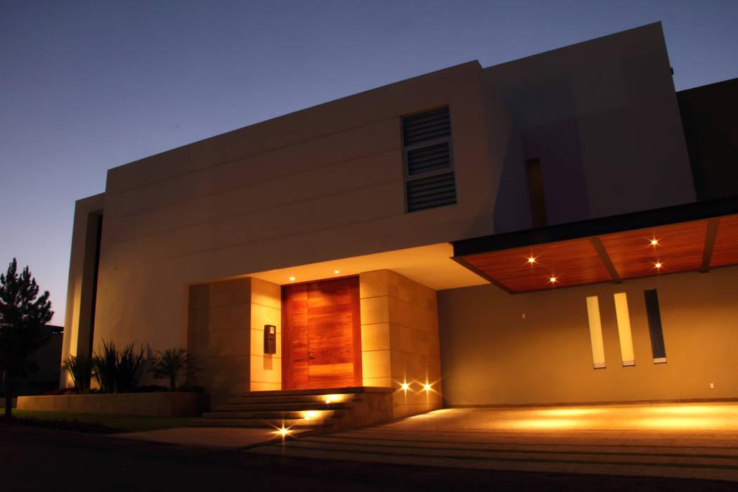 PRIVADA MIRAMAR: Casas de estilo  por GRUPO VOLTA