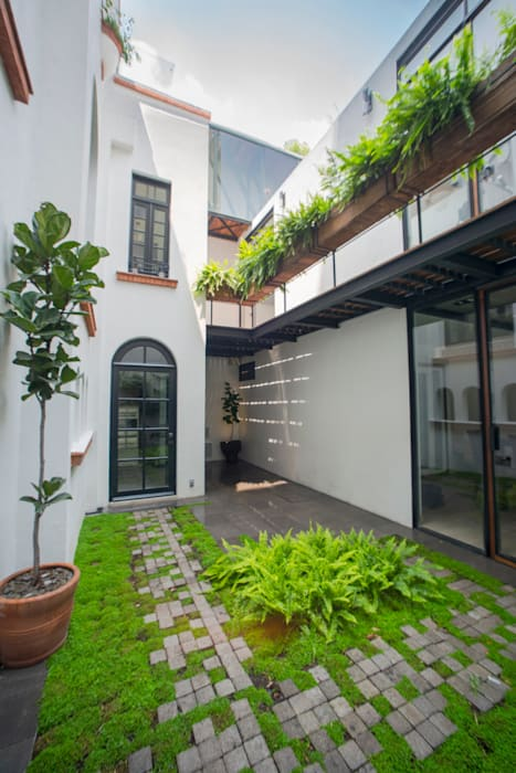 Modern terrace by TW/A Architectural Group Modern