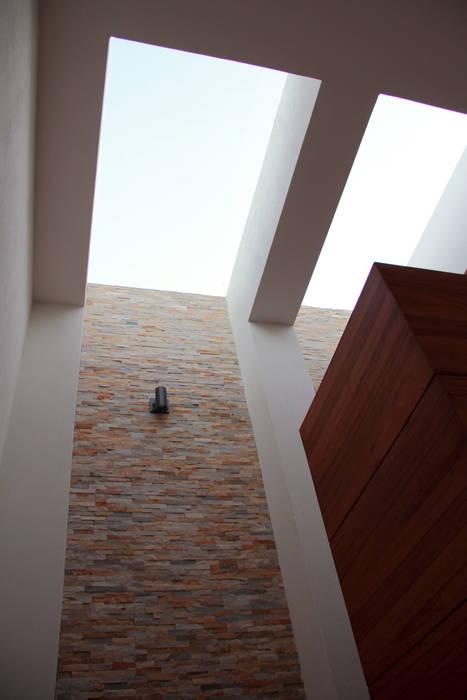 PRIVADA MIRAMAR GRUPO VOLTA Pasillos, vestíbulos y escaleras modernos