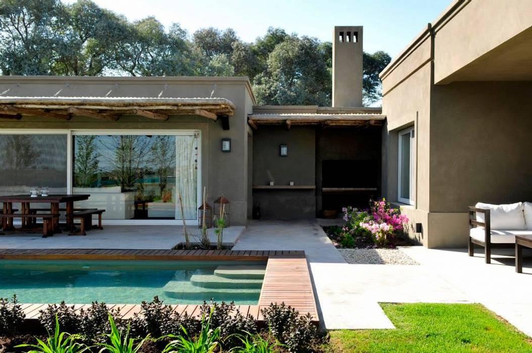 Modern pool by Aulet & Yaregui Arquitectos Modern