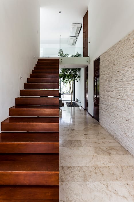 Modern Corridor, Hallway and Staircase by P11 ARQUITECTOS Modern