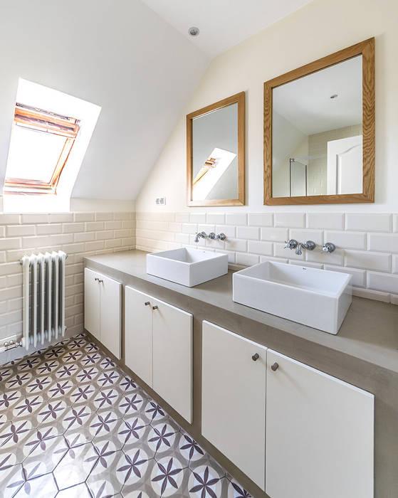 Modern bathroom by 08023 Architects Modern