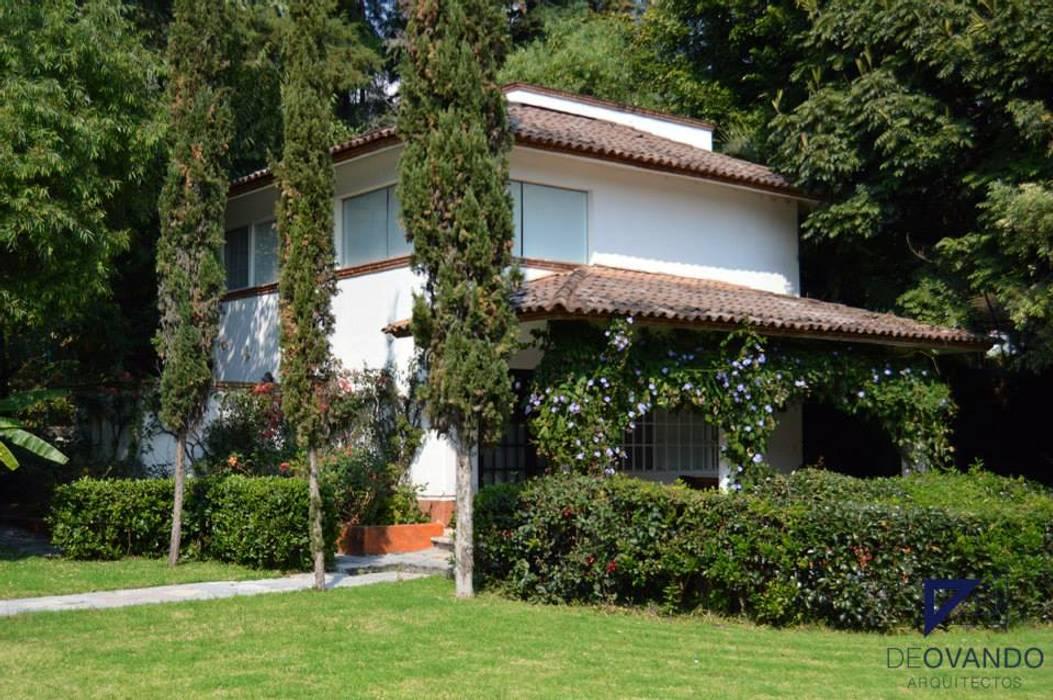 Colonial style houses by De Ovando Arquitectos Colonial