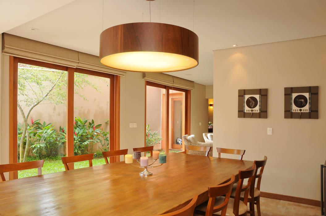 RESIDENCIA Martins Valente Arquitetura e Interiores Salas de jantar modernas