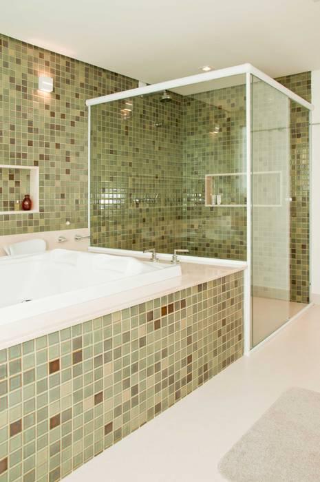 Modern Bathroom by Martins Valente Arquitetura e Interiores Modern