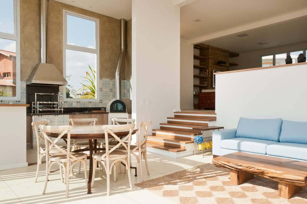Modern Dining Room by Martins Valente Arquitetura e Interiores Modern