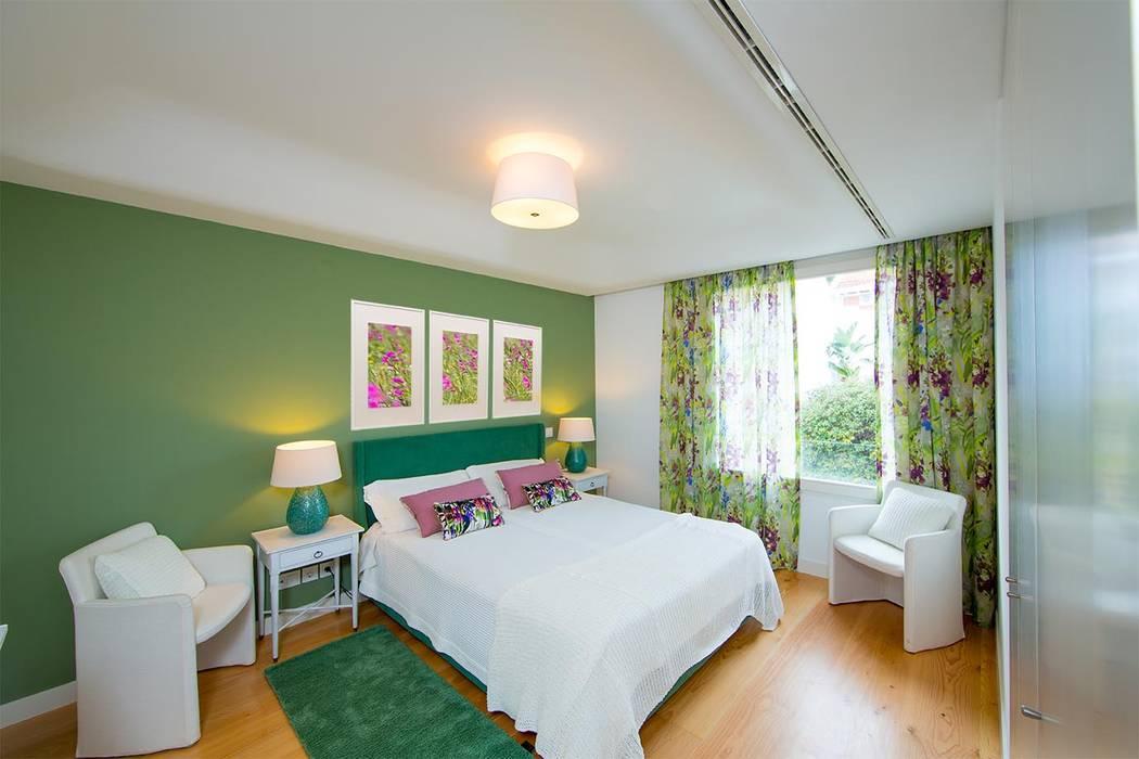 臥室 by Architect Your Home, 現代風