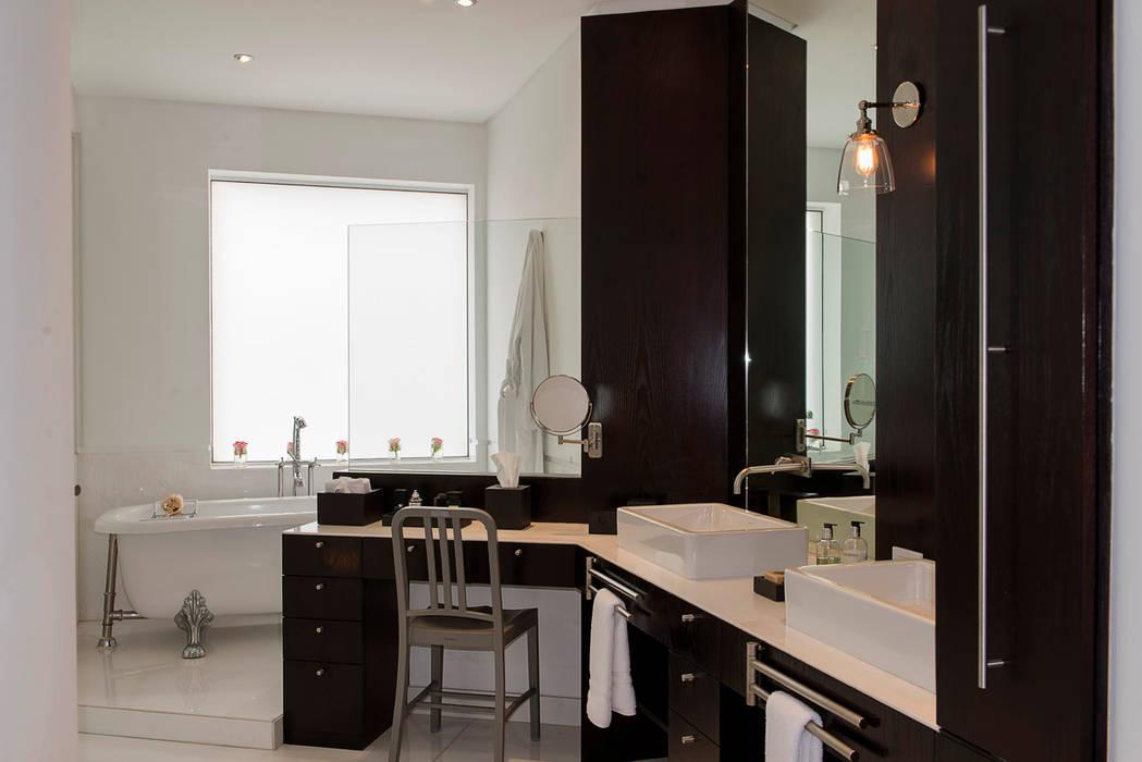 Modern bathroom by Hansi Arquitectura Modern