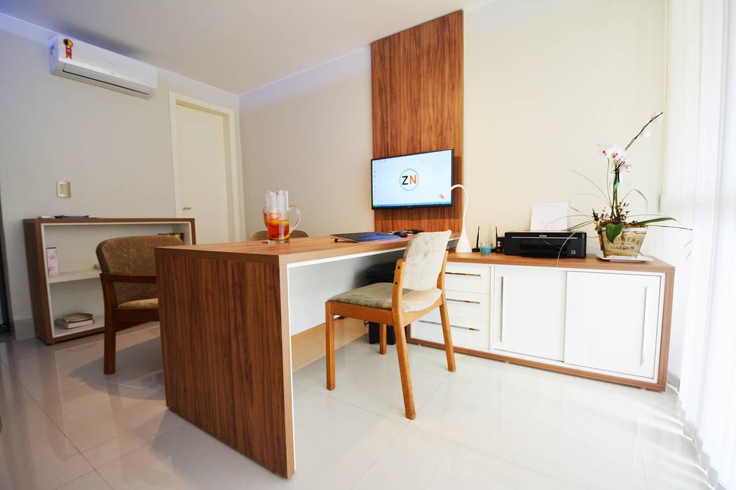 Oficinas de estilo minimalista de Arquitetura 1 Minimalista Madera Acabado en madera