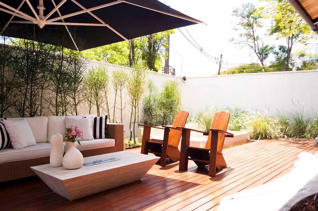 Toninho Noronha Arquitetura Modern balcony, veranda & terrace