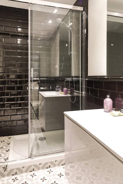 Salle de bain moderne par StudioBMK Moderne