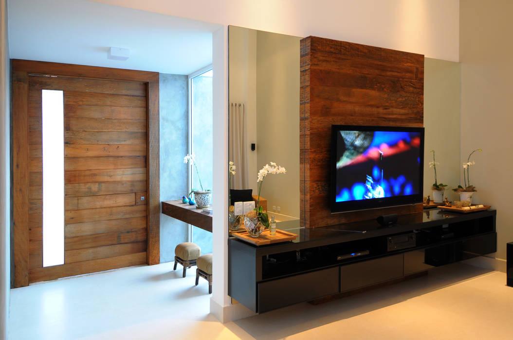 Salones de estilo moderno de Cabral Arquitetura Ltda. Moderno