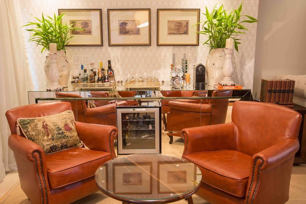 Bodegas de vino de estilo  por Piloni Arquitetura, Clásico