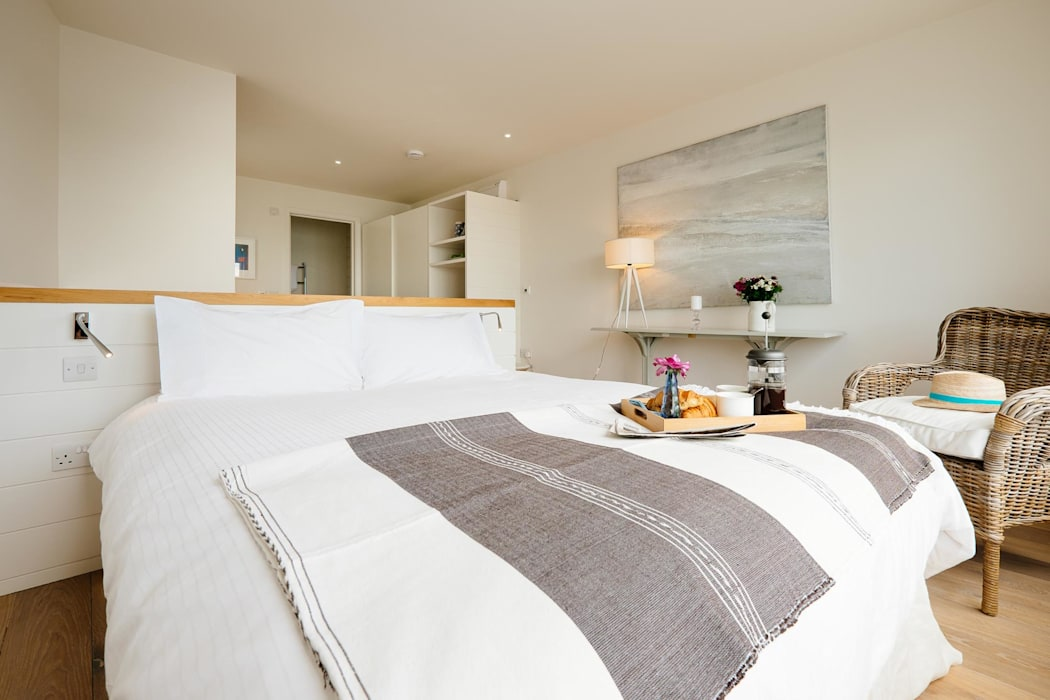 Bedroom Modern Bedroom by Perfect Stays Modern