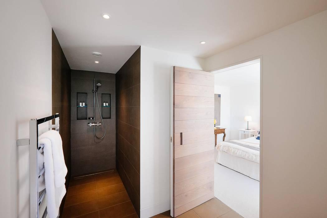 Bathroom Baños modernos de Perfect Stays Moderno