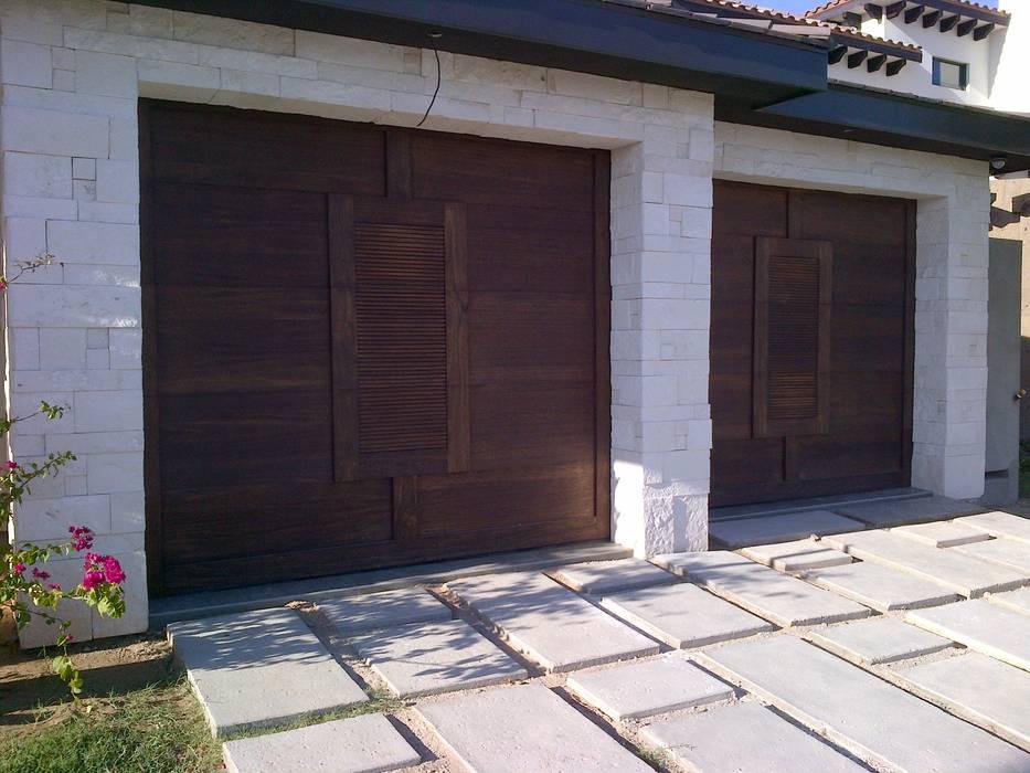 Puertas y ventanas de estilo colonial de homify Colonial
